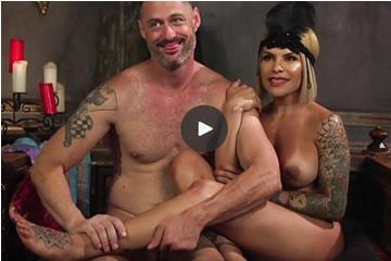 Szőke domina neveli a szexrabszolgáját